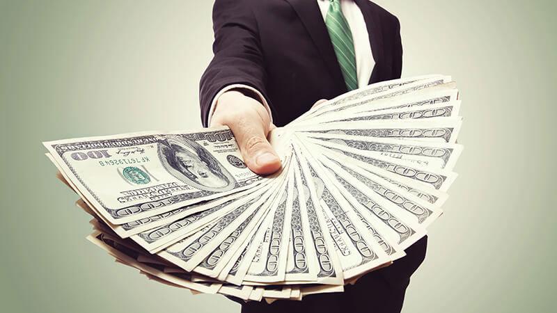 男性がお金を沢山獲得