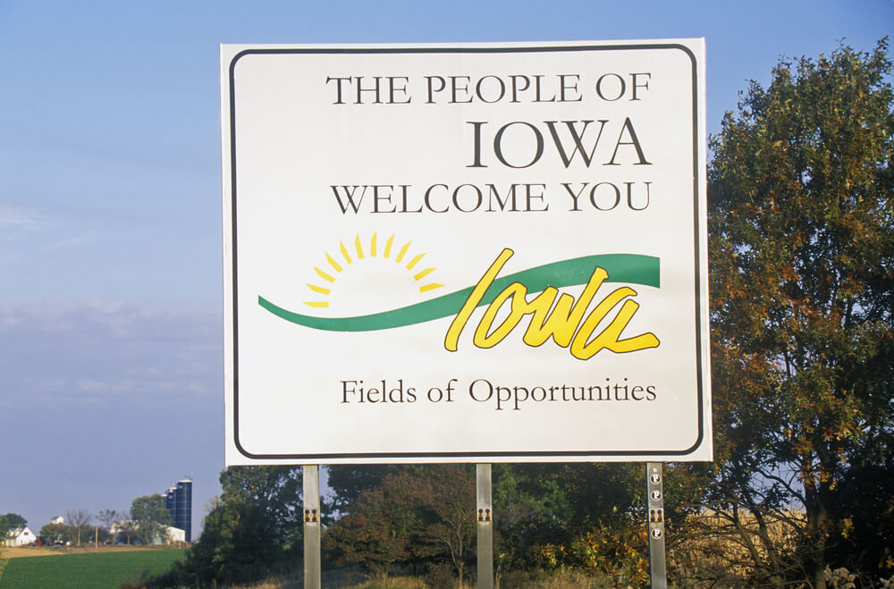 welcome-to-iowa-sign